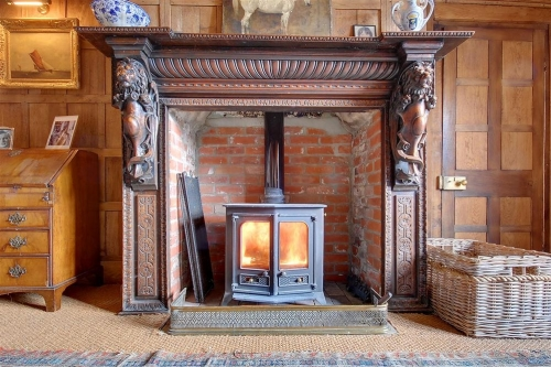 Snuggle up with a holiday cottage with a log fire