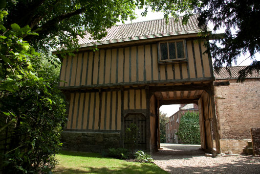 Quirky gatehouse now available with Holiday Cottage Compare