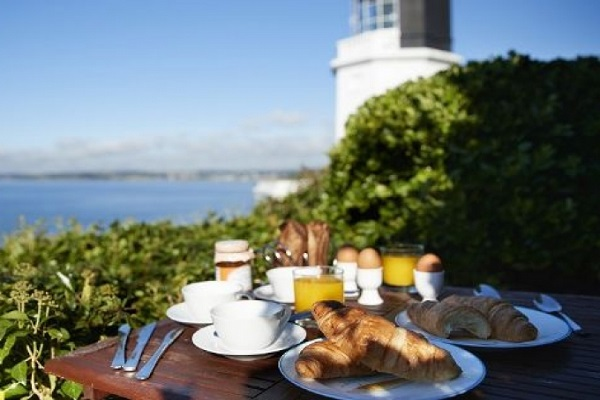4 reasons to stay in a lighthouse holiday cottage