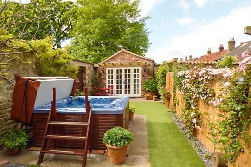 6 of the best short break holiday cottages with hot tubs rh holidaycottagecompare com
