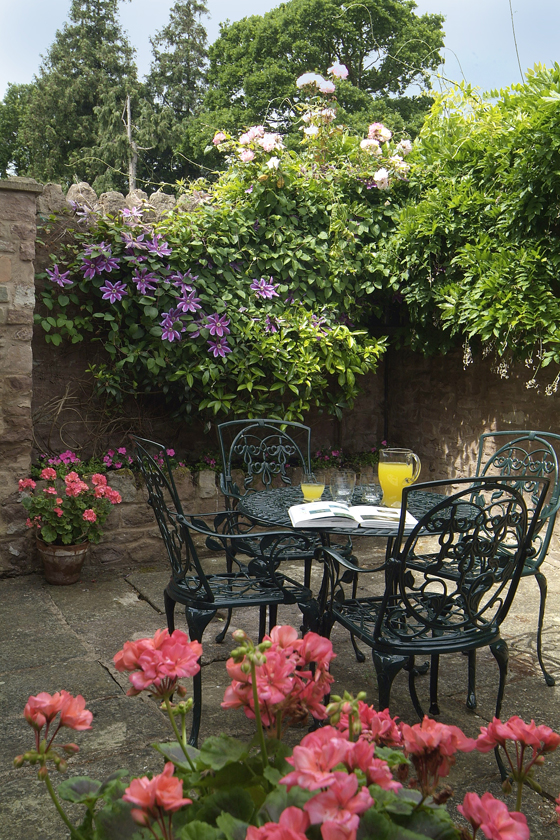 Holiday cottage with a secluded walled courtyard garden