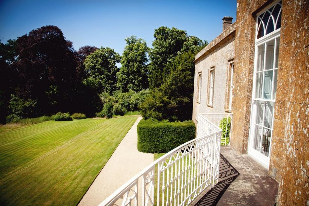 Huge stately home holiday cottages with large gardens