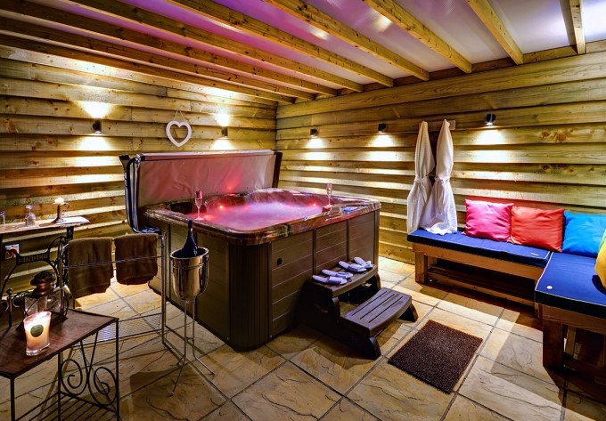 Stonham Aspal barn with hot tub