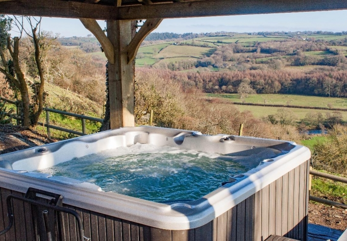 Umberleigh Devon holiday cottage with hot tub and scenic view
