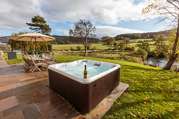 Holiday Cottage Compare property in Llandrillo Wales with hot tub