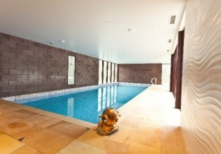 Swimming pool holiday cottages
