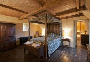 Four poster bed holiday cottages