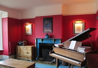 Piano holiday cottages