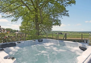 Large holiday cottages with a hot tub