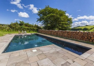 Outdoor swimming pool holiday cottages