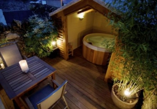 Hot tub holiday cottages for two