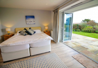 Prime Large Ground Floor Downstairs Bedroom Holiday Cottages In The Uk Download Free Architecture Designs Scobabritishbridgeorg