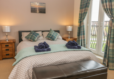 Peachy Downstairs Bed And Bathroom Holiday Cottages Ground Floor Interior Design Ideas Philsoteloinfo